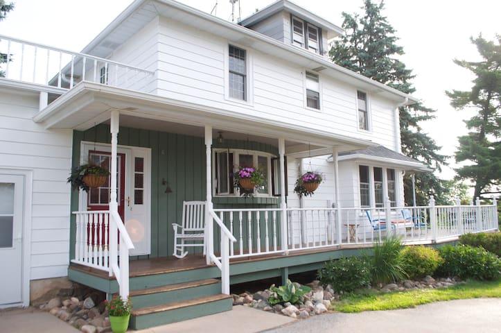 Near Elkhart Lake & Kohler -room#3 - Plymouth - House