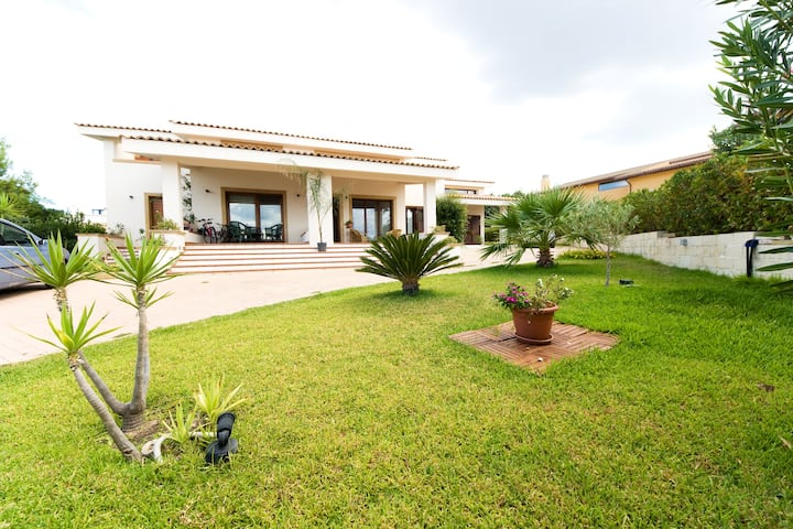 Apart in villa by the sea view Etna