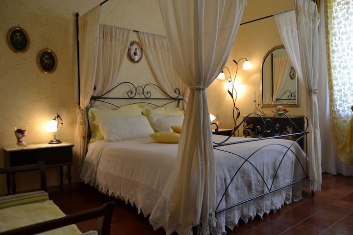 The Yellow Room - San Lorenzo Nuovo - Bed & Breakfast