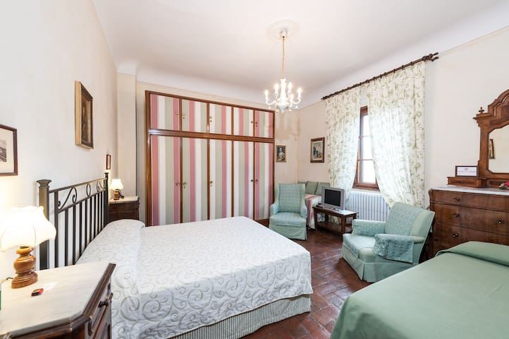Green Room in Florence Hills' Villa - Bagno A Ripoli - Bed & Breakfast