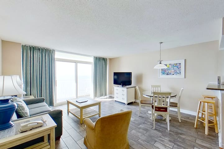9th floor ocean view condo w/ shared hot tub, balcony, free WiFi, central AC
