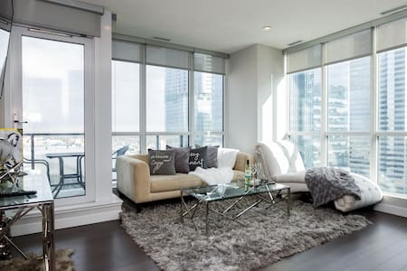 Gorgeous Condo in D/T Ice District. U/G parking!