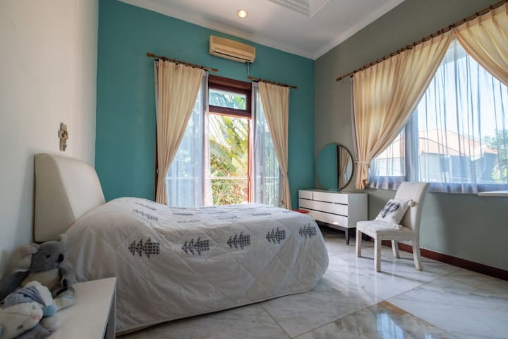 Room #4 in a Sunny 5-Bedroom Renon House w/ Pool