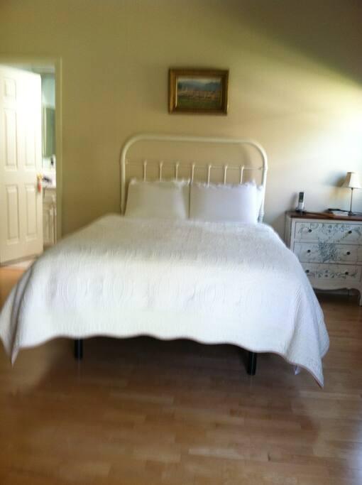 Bedroom #1 - temperpedic bed with adjustable base.