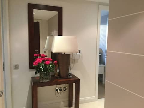Double room with private bathroom in stylishapt