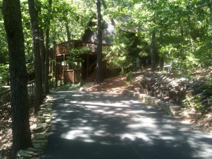 Cabin in the woods-near Tablerock Lake