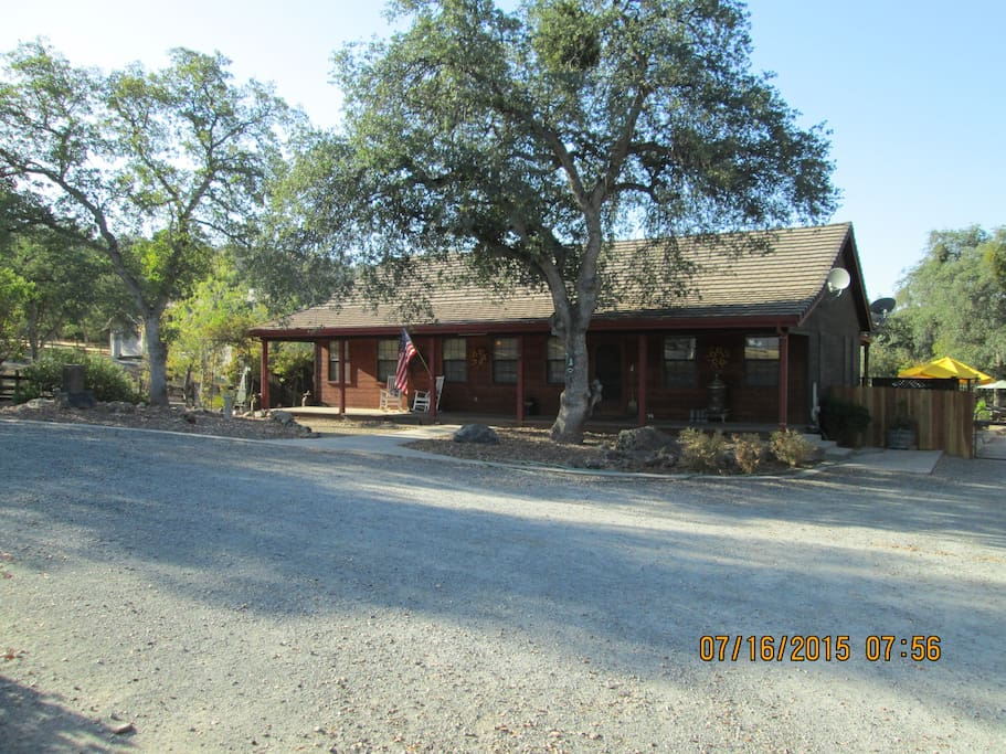 Our country home is adjacent to the rental studio, separated by the driveway. The studio is private and comfy.