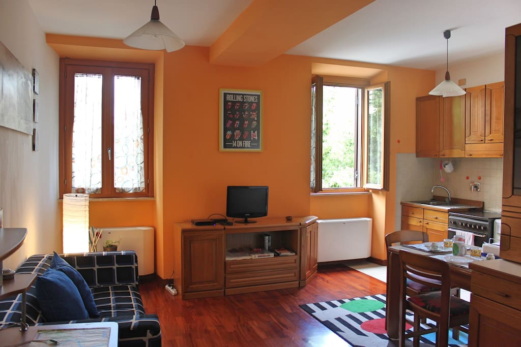 Living room is equipped with desk, sound system 2.1, maps and tips
