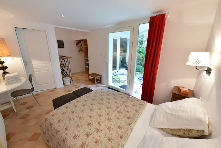 Double room - very calm - Moret-sur-Loing - Bed & Breakfast