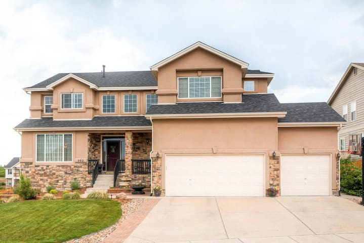 2 Miles from AFA - Colorado Springs - Huis