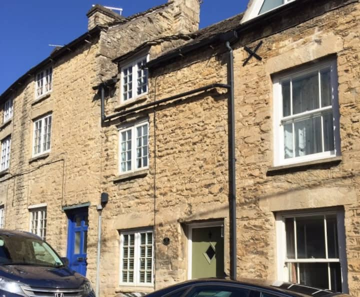 250yr stone cottage in town with roof terrace