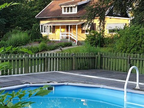 Rofyllt i Sundbyholm! Nära Mälaren och Stockholm