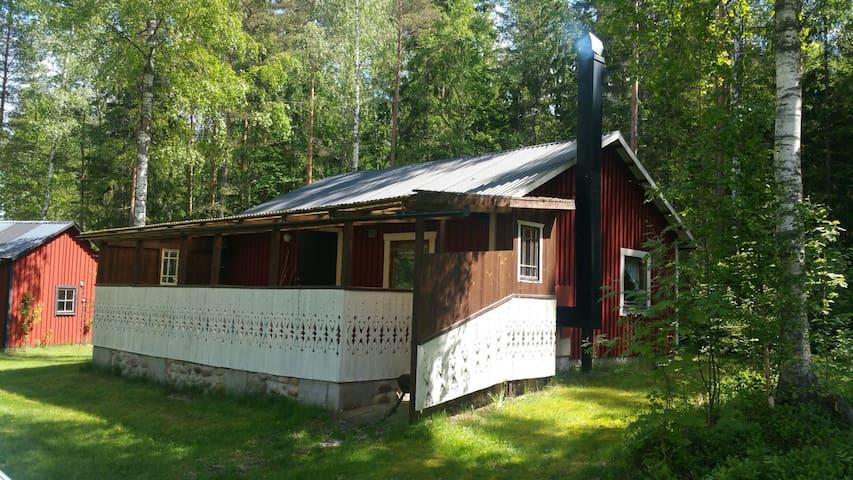 Mysig stuga nära Göta kanal - Mariestad