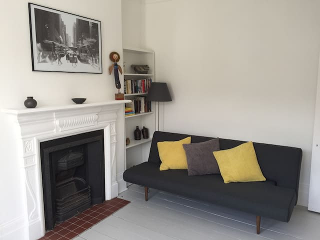 Lovely two bedroom flat near Hampstead Heath