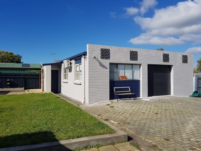 Evandale  - Accommodation Close to the Airport