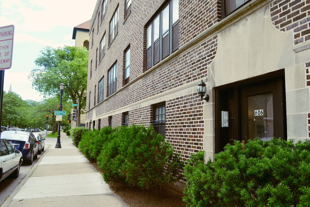 Beautiful neighborhood. Just steps away from downtown Evanston or a train stop to head into Chicago.