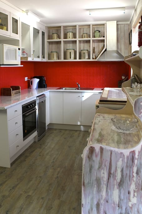 Bush style 50,s kitchen with all new appliances