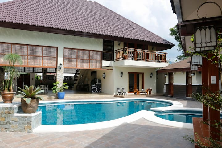 Balinese Villa with a stunning pool - Calamba - Willa