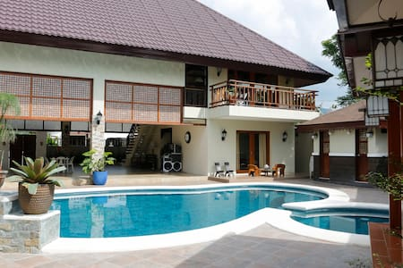 Balinese Villa with a stunning pool - Calamba - Casa de camp