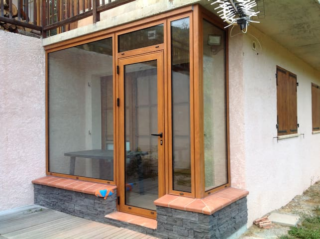 APPARTEMENT REZ JARDIN DANS CHALET - Colmars - Apartamento