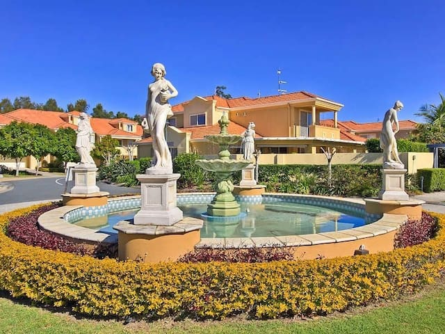 EXPERIENCE GOLD COAST PARADISE!! - Robina - Villa