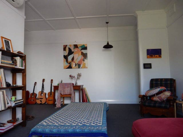 Light filled apartment in a perfect location - Newcastle - Lägenhet