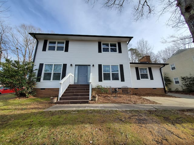 Spacious Home - 10 min to many local attractions