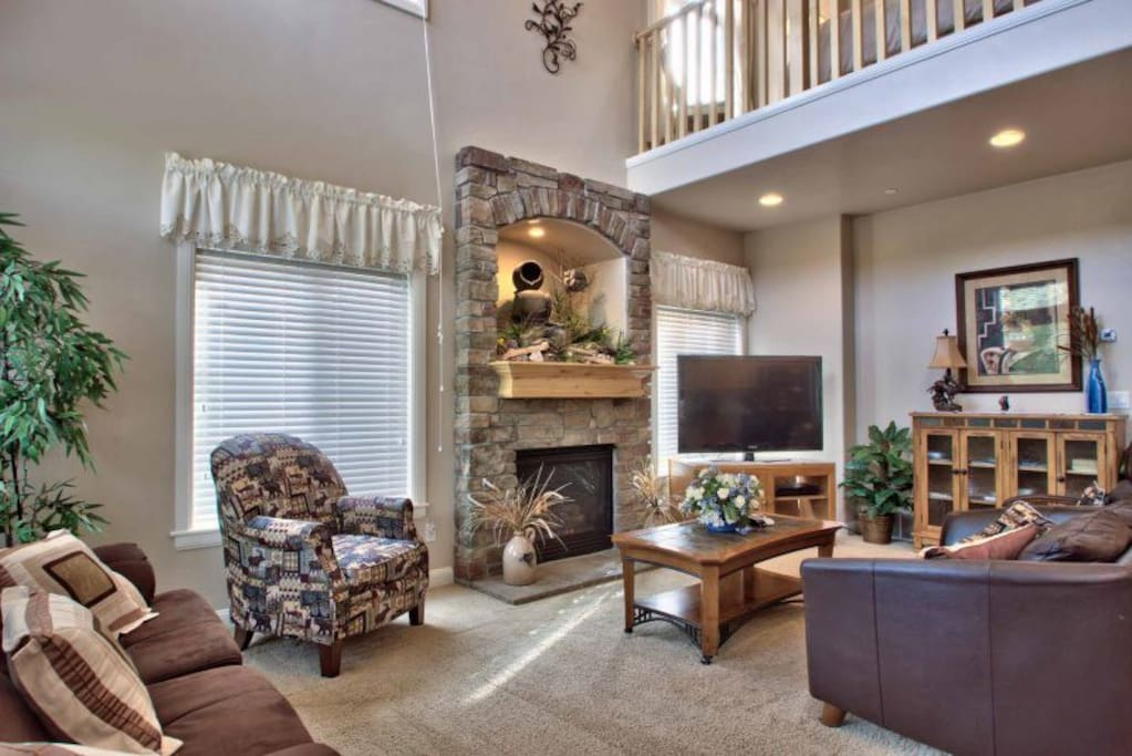 Living area with gas fireplace / tv