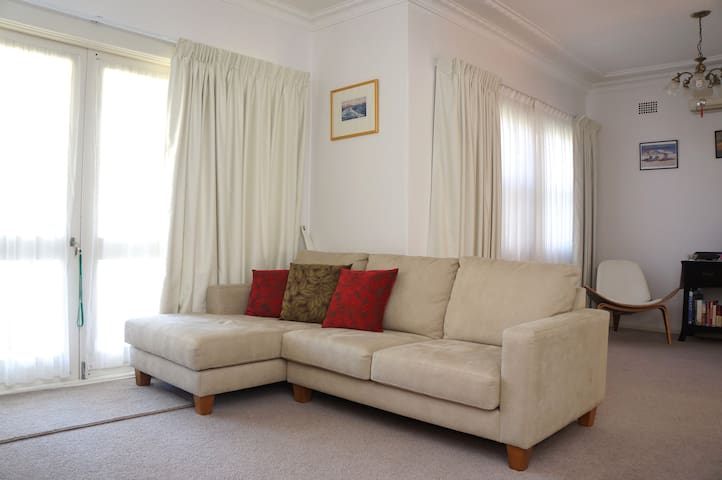 Spacious 3BR near train & nature - Thornleigh