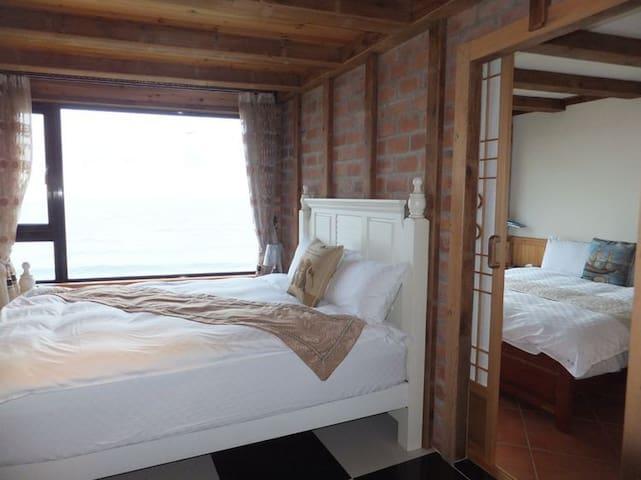 包含一张标准双人床+一张公主床,两间房有独立两个空间