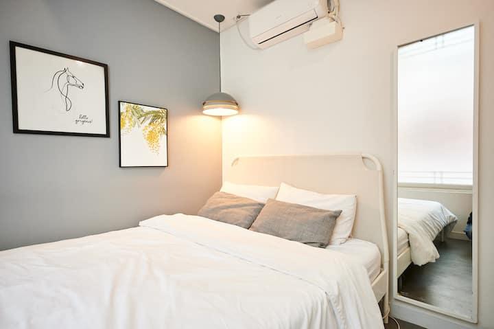 Friendly room /hongik univstn. exit1