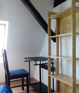 Loft in the city center. Old German non-elevator building, 4th floor. 1 bathroom, 1 kitchen. Wi-Fi, ...Everything you need is just around the corner.