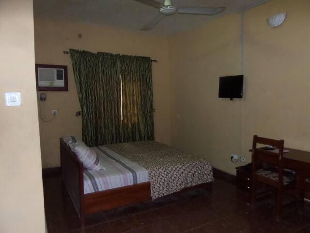 Tajmahal Hotels - Basic Room