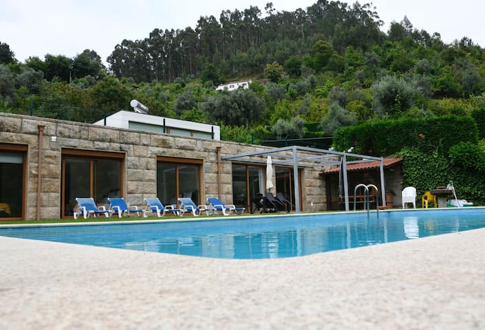 Villa with 4 bedrooms in Caniçada, with wonderful mountain view, private pool, furnished garden