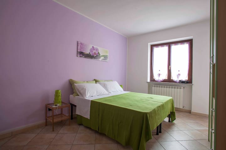 Room Orchidea with shared bathroom - Verrès - Bed & Breakfast