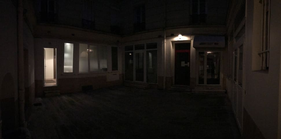 Entrance in the courtyard at night (left windows is the studio. No noise allowed obviously as this is a common inside entrance, doors need to be closed)