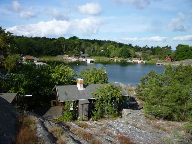 Lovely cottage surrounded by sea - Värmdö SO - House