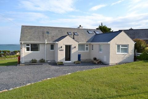 Central aberdaron with stunning sea views!