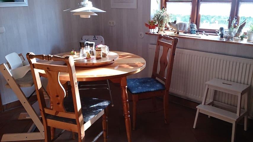 Die gemütliche Sitzecke lädt ein... zum Essen, Verweilen oder Klönschnack ;-)