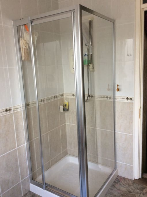 Shower room with exclusive use for guests