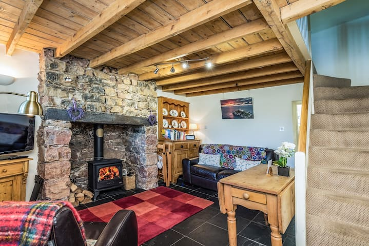 White Lilac Traditional Welsh Cottage, Great Views