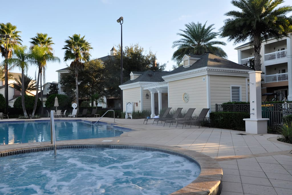 magnificient pool with extra large hot tub within a walking distance