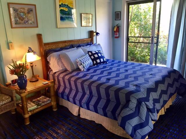 Ocean Room at Ocean Breeze Hideaway B&B - Kihei - Bed & Breakfast