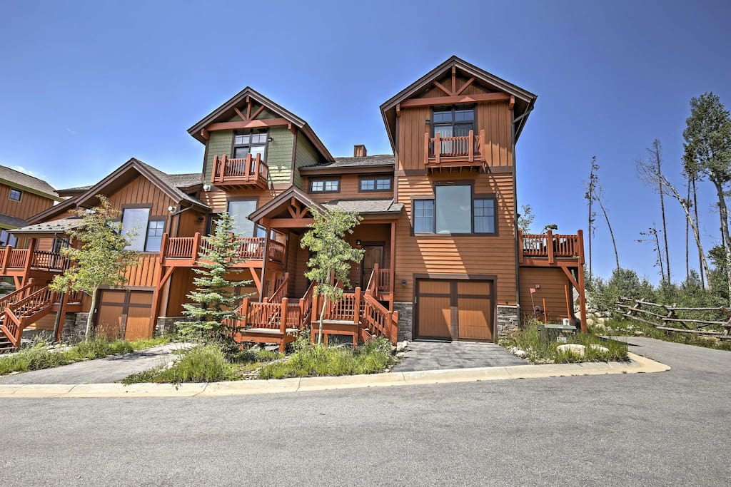 The lovely townhome is ideally located just minutes from Winter Park ski resort.