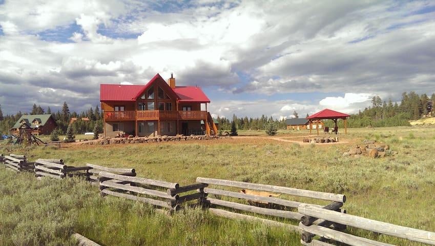 Harmony Meadow (Meadow of Duck Creek Village) - Duck Creek Village - Kisház