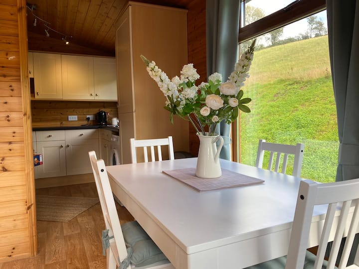 Stunning Country Cabin in Cowbridge