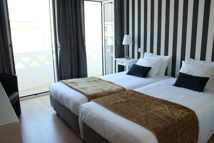 AWH - Twin room with balcony by the train station - Aveiro - อพาร์ทเมนท์