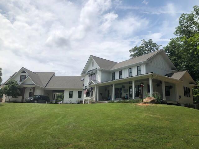 Bellaloom Farmhouse