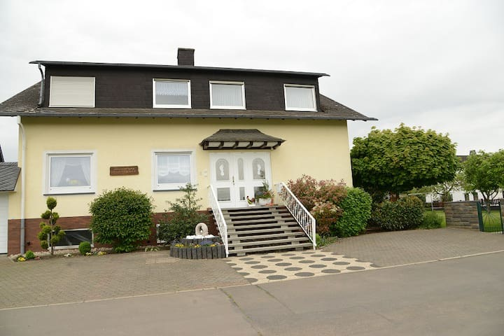 """Ferienwohnung Haus """"Kotthoff"""" - Valwigerberg - Apartament"""