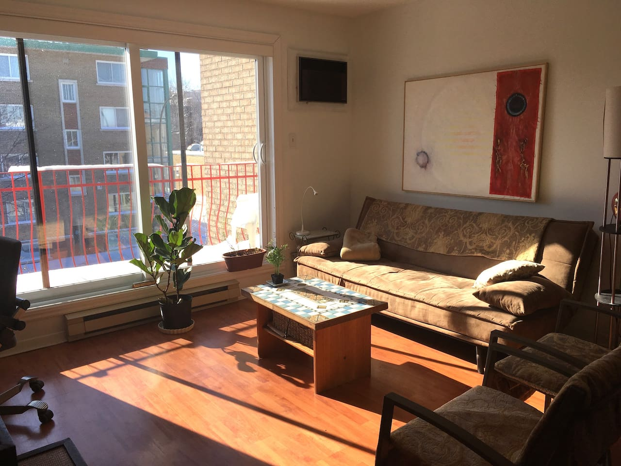 very sunny, spacious living with good shades